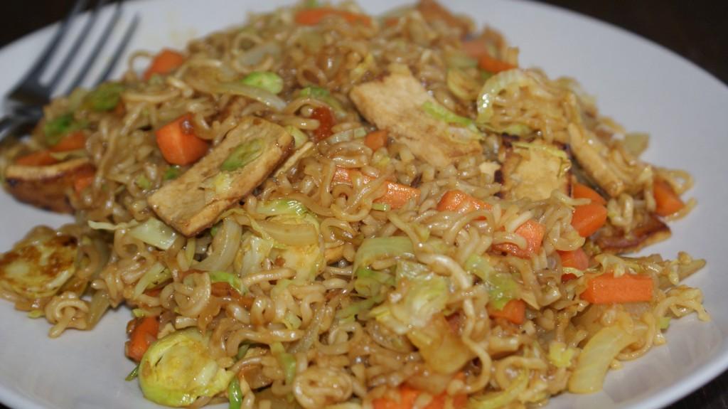 Kviknudler med tofu og grøntsager