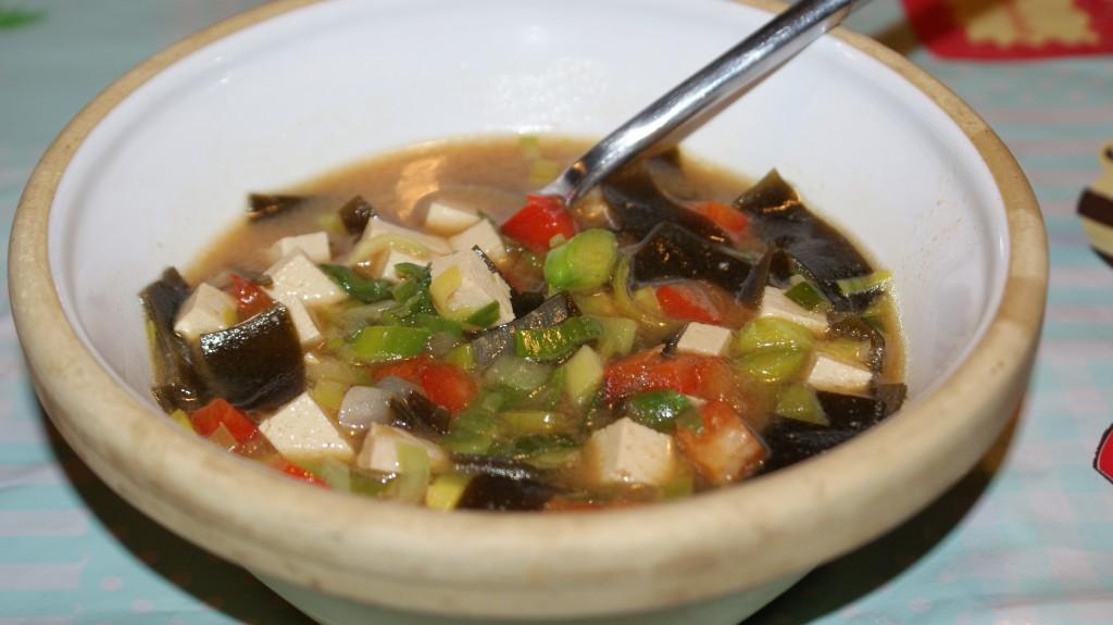 Misosuppe med tofu og porrer